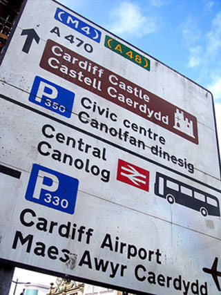 Photo of a road sign with directions in both English and Welsh.
